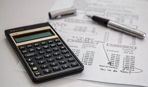 A calculator and a sheet of paper with calculations to set your budget when buying a property.